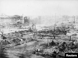 Последствия беспорядков в Талсе, когда толпа белых погромщиков разрушила район, где проживали афроамериканцы, 1 июня 1921 года