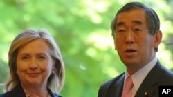 美国国务卿克林顿在东京会见日本外相松本刚明