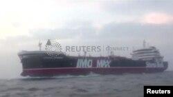 İranın Hörmüz boğazında Britaniya bayrağı altında üzən tankeri ələ keçirməsindən sonra gərginliklər artıb.