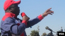 Prime Minister Morgan Tsvangirai addressing supporters recently in Chegutu, Mashonaland West. (VOA)