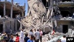 Các giới chức Libya nói rằng NATO đã oanh tạc một khu dân cư ở thủ đô, khiến thường dân thiệt mạng, kể cả trẻ em.