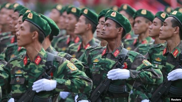 Lực lượng lính biên phòng trong một buổi diễn tập chuẩn bị cho lễ diễu hành kỷ niệm ngày 30 tháng 4 tại Việt Nam. Hình minh họa.
