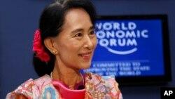 6일 버마의 행정 수도 네피도에서 열린 세계경제포럼 토론에 참가한 야당 지도자 아웅산 수치.