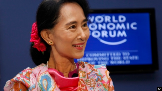 Burma opposition leader Aung San Suu Kyi smiles during a debate with Myanmar President's Office Minister Soe Thane at the World Economic Forum on East Asia at Myanmar International Convention Center in Naypyitaw, June 6, 2013.