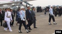 Presiden Susilo Bambang Yudhoyono dan Wakil Presiden Boediono di Bandar Udara Halim Perdana Kusuma, Jakarta. (VOA/Andylala Waluyo)