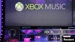 Direktur pemasaran Microsoft Yusuf Mehdi memperkenalkan XBox Music pada pameran permainan E3 di Los Angeles, California, Juni lalu. (Reuters/Fred Prouser)