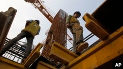 Los empleos en la construcción siguen en aumento, aunque todavía no se alcanzan las cifras logradas antes de la depresión económica.