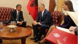 Ambasadori europian Sequi komentoi progres-raportin
