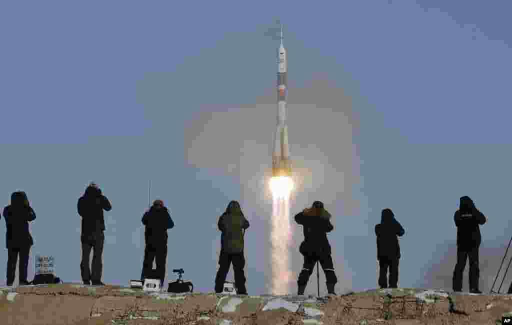 Misil Soyuz-FG ak Soyuz MS-07, yon navèt espasyal ki pote yon gwoup astwonòt nan Entènasyonal Stasyon Espasyal, ISS la. Operasyon sa a te dewoule nan Baikonur nan, Kazakhstan nan Larisi.