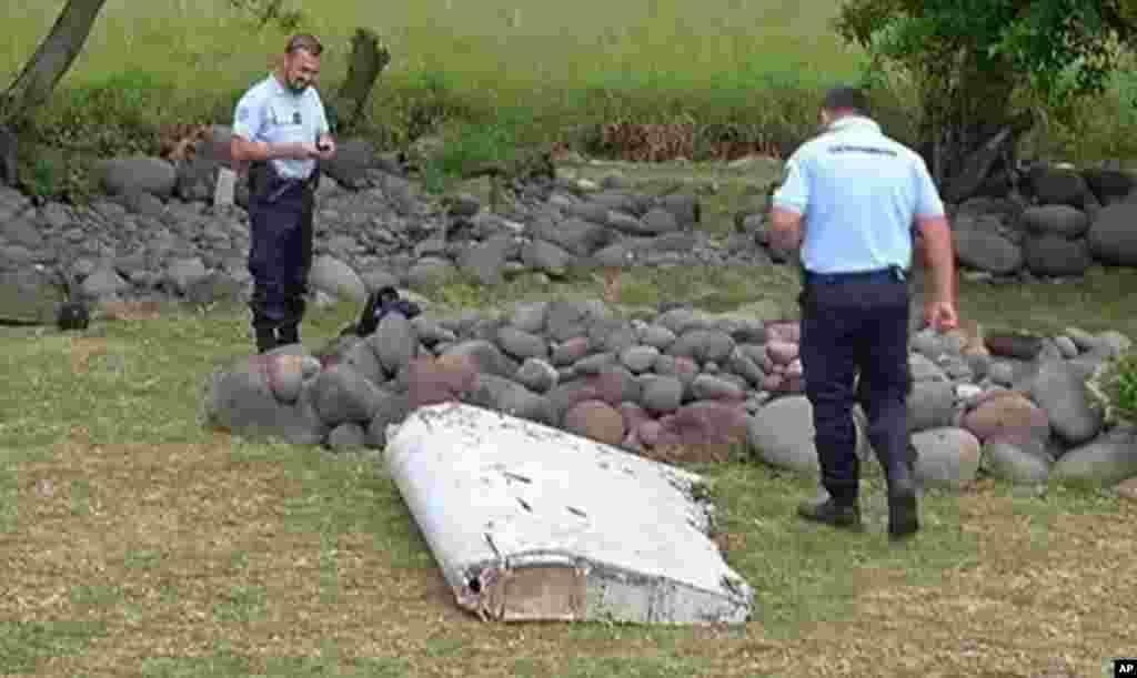 Les débris d' un avion qui pourraient être ceux du vol MH370