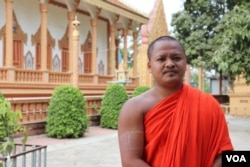Venerable Dean Det, 25, who became a monk nine years ago at Chumpouvaon pagoda, in Oudong district, Kandal province, told VOA that since the outbreak of COVID-19, monks at his pagoda have faced food shortage. (Phorn Bopha /VOA)