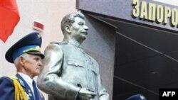 Завершено слідство у справах про пам'ятник Сталіну і плитку Майдану
