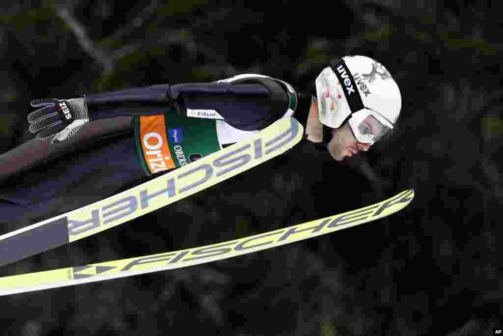 «ولادیمیر زاگرافسکی» اسکی باز بلغارستانی در مسابقات جهانی پرش با اسکی در آلمان.