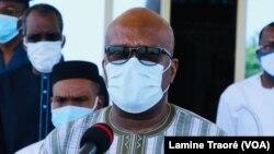 Roch Kaboré au sortir du Conseil de Défense, Ouagadougou, le 25 mai 2020. (VOA/Lamine Traoré)