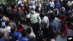 تصویر مربوط به یکی از اعتراض های پیشین کارگران ایران است