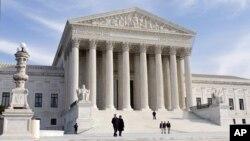 Mahkamah Agung Amerika membahas aksi afirmatif dalam seleksi masuk Universitas (foto: dok).