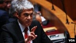 Perdana Menteri Portugal Jose Socrates mengancam akan mundur jika parlemen langkah-langkah pemangkasan defisitnya.