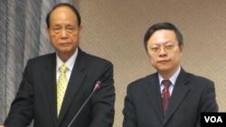 台湾陆委会主委王郁琦(右)星期三在立法院接受质询 (美国之音张永泰拍摄)