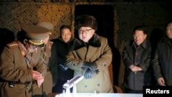 Hãng thông tấn Trung ương của nhà nước Bắc Triều Tiên (KCNA) tường thuật rằng lãnh tụ Kim ra lệnh thực hiện thêm các cuộc thử nghiệm hạt nhân và phi đạn trong lúc ông chứng kiến cuộc biểu diễn các chất liệu chịu nhiệt được sử dụng trong phi đạn đạn đạo để bay trở lại khí quyển trái đất.
