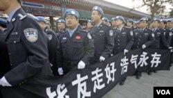 Kontingen polisi Tiongkok yang dikirim untuk melakukan misi penjaga perdamaian PBB di Haiti ini merupakan komitmen tegas Tiongkok untuk tidak ikut campur tangan dalam masalah-masalah di luar batas negaranya. Namun, sikap netral ini tidak bisa dipertahanka