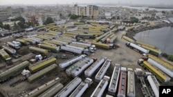نیٹو کو تیل کی فراہمی کے لیے استعمال ہونے والے ٹنیکرز کراچی میں کھڑے ہوئے