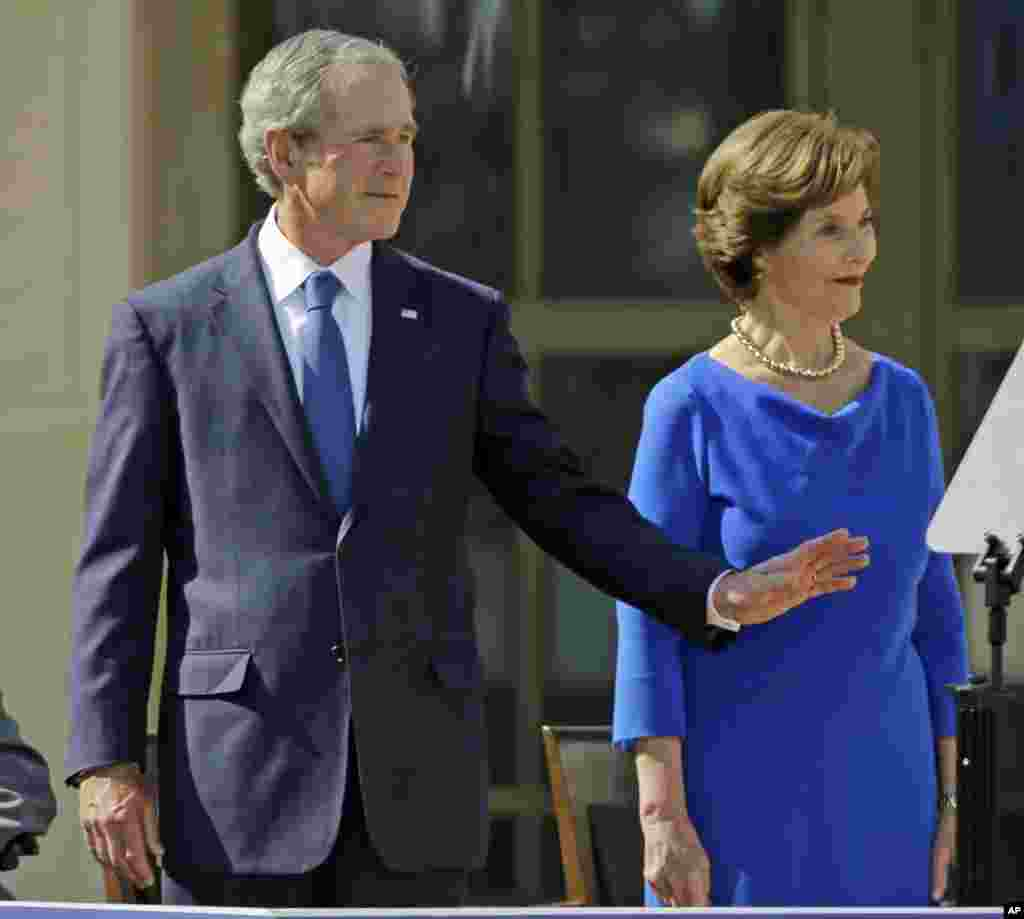 Former president George W. Bush and his wife, former first lady Laura Bush, arrive at the dedication of the George W. Bush Presidential Center, Dallas, Texas, April 25, 2013.