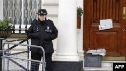 İran diplomatları Britaniyanı tərk etdi