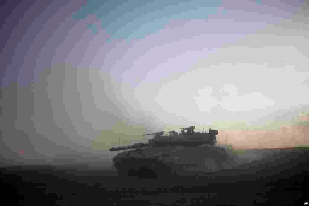 An Israeli tank maneuvers to take a position along the Israel-Gaza Border,July 17, 2014.