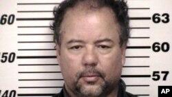 Ariel Castro se presentó en una corte de Cleveland, donde fue acusado de asalto sexual y secuestro. La policía de Ohio aseguró que Castro podría enfrentar la pena máxima.