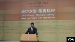 香港行政長官梁振英出席施政報告記者會