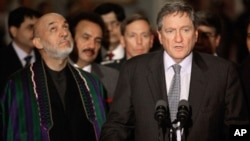 Ambassador Richard Holbrooke with President Hamid Karzai (file photo)
