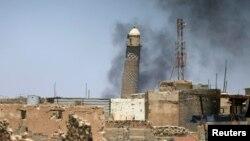 Le minaret de Al-Hadba à la Grande Mosquée à Mossoul, en Irak, le 1er juin 2017.