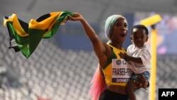 بتیس سالہ شیلیئن فریزر کا بیٹے کی پیدائش کے بعد یہ پہلا بین الاقوامی مقابلہ تھا۔