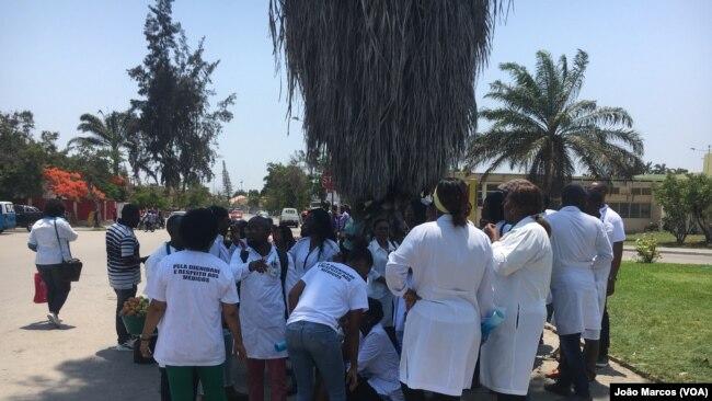 Trabalhadores manifestam seu repúdio pela situação