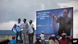 刚果民主共和国总统约瑟夫.卡比拉的支持者11月14日在戈马机场等待他的到来