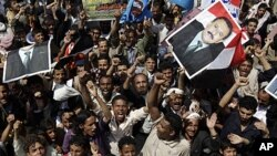 Supporters of Yemen's President Ali Abduallah Saleh hold portraits of the leader and chant slogans during a rally celebrating his return to Sana'a, Yemen, September 23, 2011.