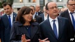 Anne Hidalgo, maire de Paris, et François Hollande, président de la république française, lors d'une visite à Paris le 9 mai 2016.