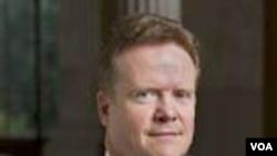 Senator AS, Jim Webb mendesak Menlu Hillary Clinton melakukan penyelidikan atas laporan nuklir Birma.