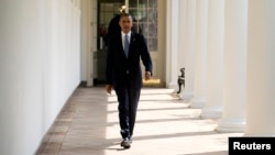 U.S. President Barack Obama walks from his residence to the Oval Office at the White House in Washington, September 10, 2013. Obama is scheduled to address the nation on Syria on Tuesday night.