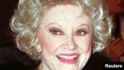 Actress and comedienne Phyllis Diller arrives for a gala dinner at the Museum of Radio and Television in Beverly Hills October 19. (file photo)