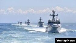 27일 제2연평해전 전사자들의 이름으로 명명된 한국 유도탄 고속함이 서해상에서 해상기동훈련을 실시하고 있다. 북한의 NLL 도발을 가정한 훈련 상황이다. (자료사진)
