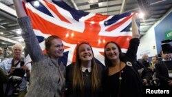 지난 19일 스코틀랜드 에딘버러에서 분리독립을 반대한 지지자들에 투표 결과에 환호하고 있다.