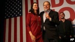 Le démocrate Doug Jones et sa femme Louise, Birmingham, Alabama, 11 décembre 2017.