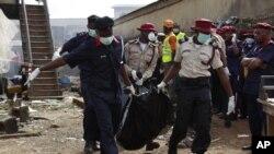 Sejauh ini tim SAR telah menemukan jenazah 137 korban tewas di Lagos, Nigeria (4/6).
