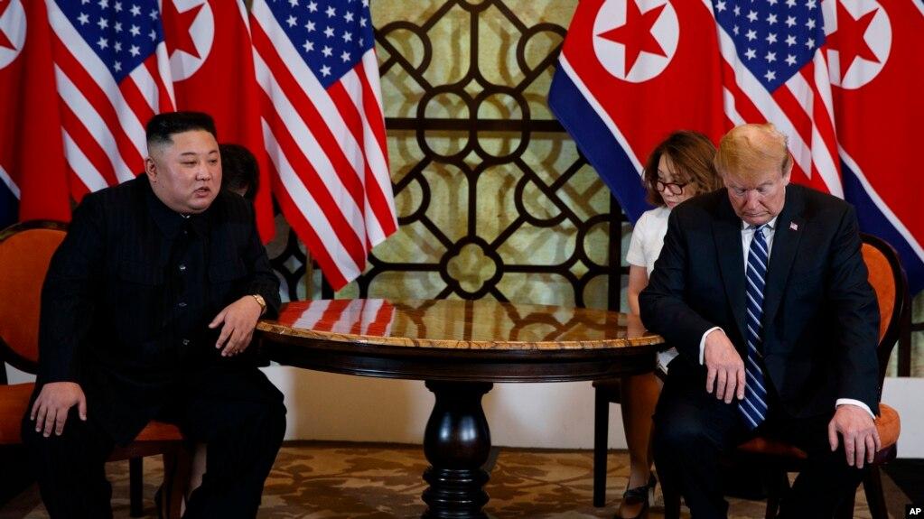 Tổng thống Mỹ Donald Trump gặp lãnh đạo Triều Tiên Kim Jong Un tại Hà Nội hôm 28/2/19.