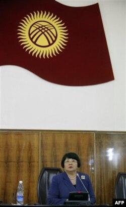 Roza Otunbayeva boshchiligidagi hukumat hozir xalqaro komissiya xulosalari bilan tanishmoqda