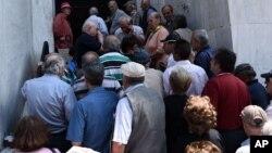 Очередь в банк в Афинах