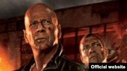 بروس ویلیس ۶۲ ساله در صحنه ای از فیلم جان ساخت.