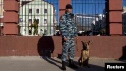 Cảnh sát Nga canh gác trên đường phố ở Sochi, ngày 30/12/2013. Ủy ban Olympic Quốc tế vẫn tin tưởng Thế vận hội Mùa đông Sochi 'sẽ an toàn và được đảm bảo an ninh'.