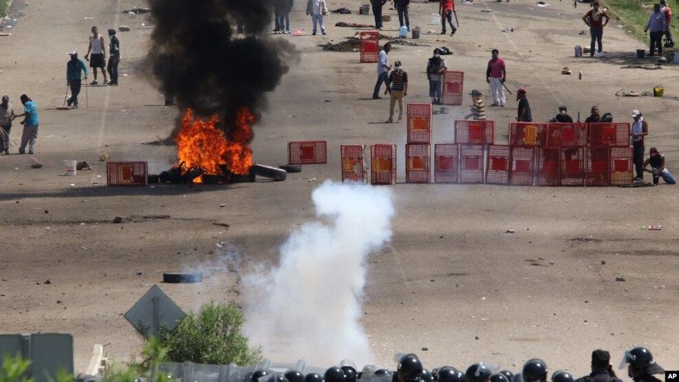 Las protestas del domingo en Oaxaca dejaron ocho muertos y no cuatro como se dijo previamente.